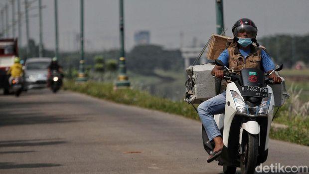 Sampai saat ini jalan alternatif di kawasan BKT Rorotan, Jakarta, masih sepi pemudik. Jalan ini merupakan penghubung ke kawasan Bekasi, Jawa Barat.