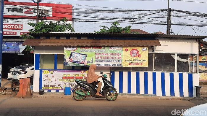 Jalur tikus di Jalan Raya Narogong Bekasi-Bogor tidak disekat (Fathan/detikcom)