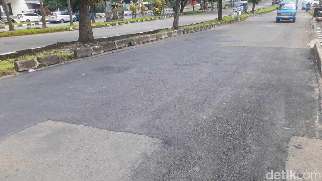 Jl Tegar Beriman, Kabupaten Bogor, setelah lubang-lubang ditambal, 7 Mei 2021. (Afzal Nur Iman/detikcom)