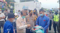Nekat Terobos Gunung Lawu, Ratusan Kendaraan Diputar Balik di Cemoro Sewu