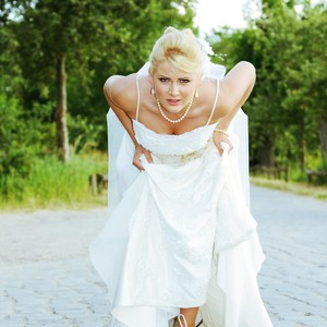 Wanita Lari 485 Km Pakai Gaun Pengantin, Ada Misi Mulia di Baliknya