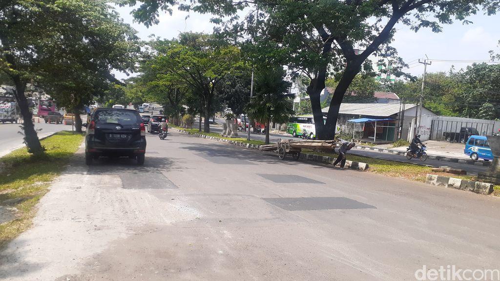 Lubang-lubang di Jl Tegar Beriman selesai ditambal, 7 Mei 2021. (Afzal Nur Iman/detikcom)