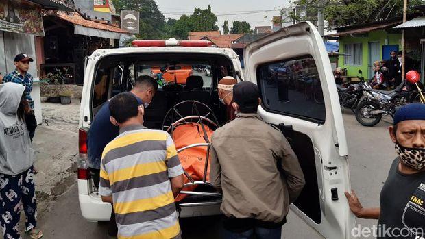 Mayat wanita ditemukan dalam kamar kosnya yang penuh asap di Semarang, Jumat (7/5/2021).