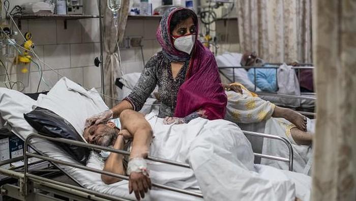 New Delhi - India kembali melaporkan rekor tertinggi untuk kasus harian virus Corona (COVID-19) di wilayahnya, dengan mencatat lebih dari 414 ribu kasus dalam 24 jam terakhir. Ini berarti selama sepekan terakhir, India mencatat 1,57 juta kasus Corona di berbagai wilayahnya.