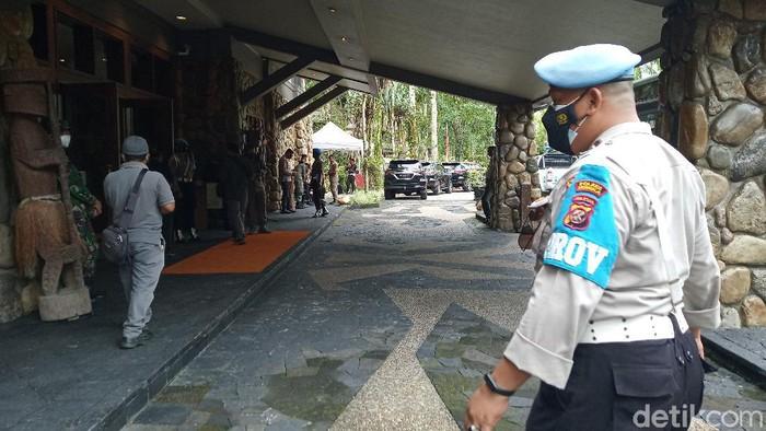 Panglima TNI Marsekal Hadi Tjahjanto dan Kapolri Jenderal Listyo Sigit Prabowo mengunjungi Timika (Saiman/detikcom)