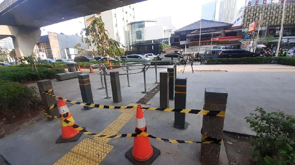 Penampakan 1 Portal S yang Terpasang di Trotoar Depan Kuningan City