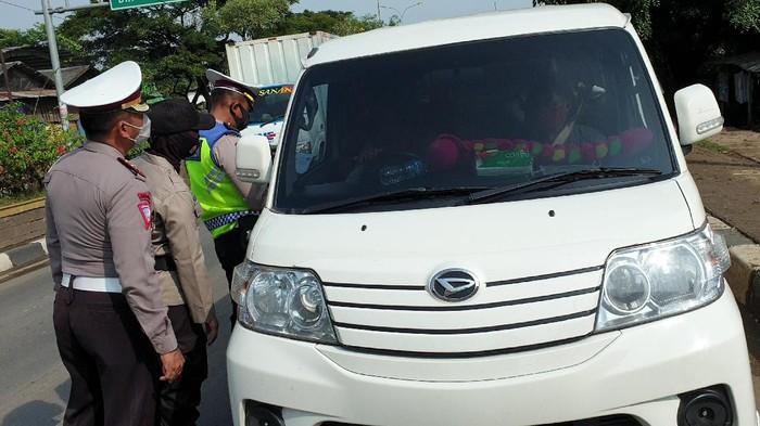 Penyekatan pemudik di perbatasan Bekasi-Karawang