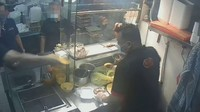Waduh! Pria Ini Lempar Piring ke Penjual Karena Harga Nasi Ayam Tak Sesuai