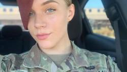 9 Foto Mantan Tentara Pasukan Terjun Payung yang Kini Jadi Model Seksi