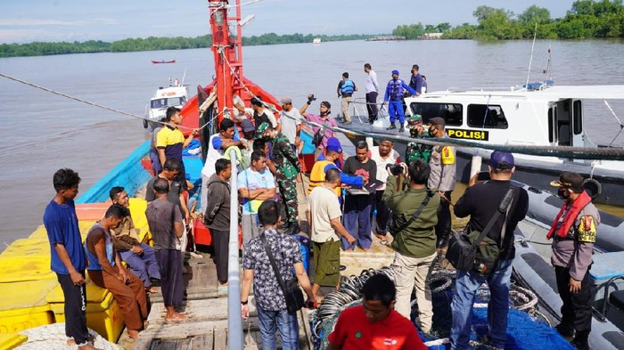 Suasana patroli di wilayah perairan Asahan yang dilakukan oleh TNI – Polri (Dok istimewa)