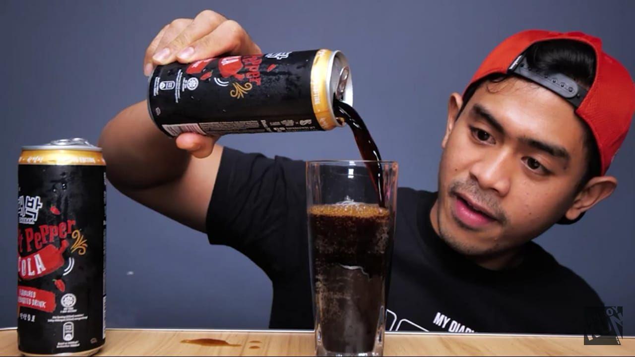 Nekat! Tanboy Kun Minum Soda Pedas untuk Buka Puasa