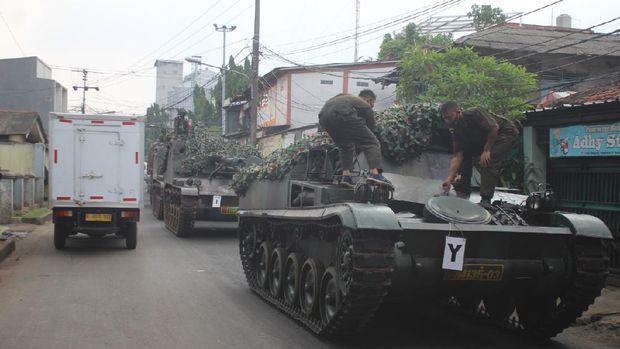 Viral tank TNI turun ke jalan untuk halau pemudik, nyatanya untuk latihan