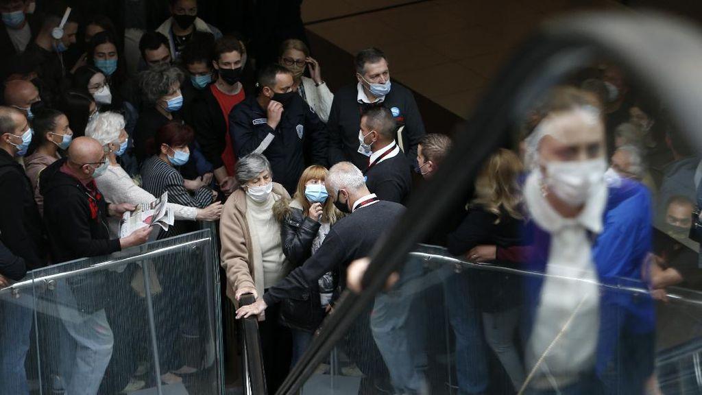 Warga Serbia yang Ikut Vaksinasi Dapat Hadiah Lho