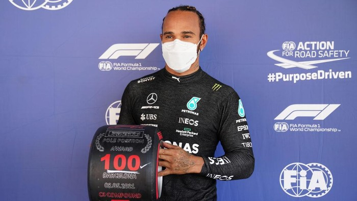 BARCELONA, SPAIN - MAY 08: Pole position qualifier Lewis Hamilton of Great Britain and Mercedes GP celebrates with his pole position award in parc ferme after qualifying for the F1 Grand Prix of Spain at Circuit de Barcelona-Catalunya on May 08, 2021 in Barcelona, Spain. (Photo by Emilio Morenatti - Pool/Getty Images)