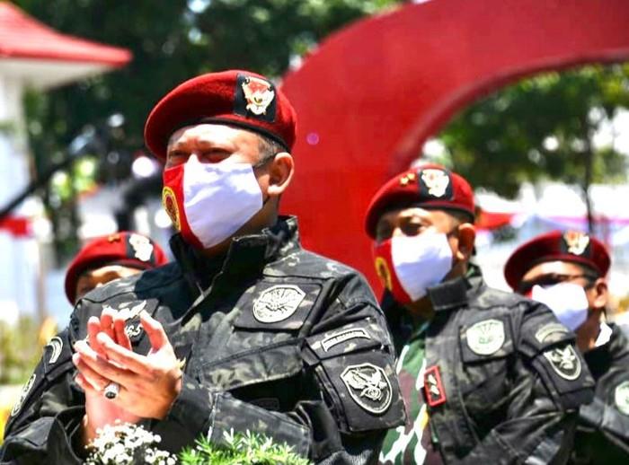 Ketua MPR RI Bambang Soesatyo menyebut untuk menghentikan pembunuhan dan teror berkelanjutan oleh Kelompok Kriminal Bersenjata (KKB) bukan dengan diskusi, melainkan dengan tindakan tegas oleh negara.