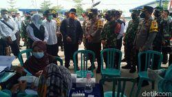 Khofifah Cek Stok Alat Rapid Antigen di Penyekatan Exit Tol Ngawi