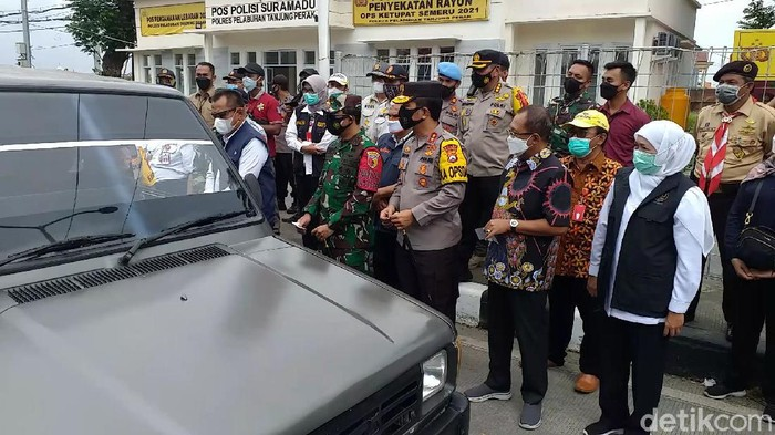 Forkopimda Jatim mengunjungi titik penyekatan larangan mudik 2021 di Suramadu. Ini dilakukan untuk memastikan penyekatan kendaraan dari Surabaya memuju Madura sesuai mekanisme.