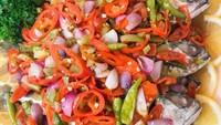 Masak Masak : Ikan Kembung Kukus Bumbu Cabe yang Pedas Mantap
