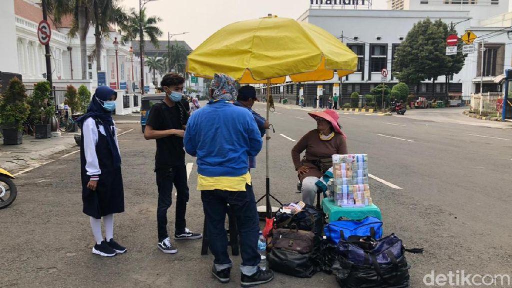 Jelang Lebaran, Inang-inang Mulai Berjejer di Kawasan Kota Tua