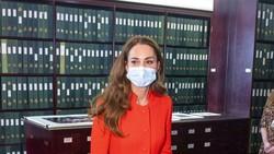Kate Middleton Memesona Pakai Baju Merah Mencolok saat Rilis Buku Barunya