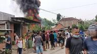 Kebakaran Toko dan Gudang Bahan Bakar di Sragen, 4 Orang Terluka