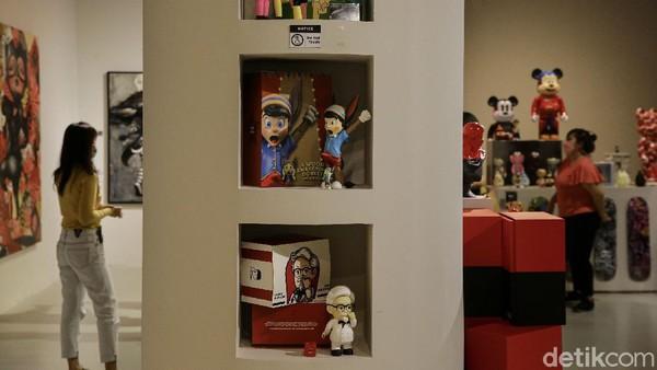 "Museum of Toys yang juga dikenal sebagai MOT memulai pergerakkan nya pada tahun 2019 pada event pertama mereka di Aksara, Kemang dengan tema ""MOT Moment"" dimana acara itu merupakan titik awal dari MOT untuk Kembali mengembalikan dunia Art Toys di Indonesia yang sempat padam."