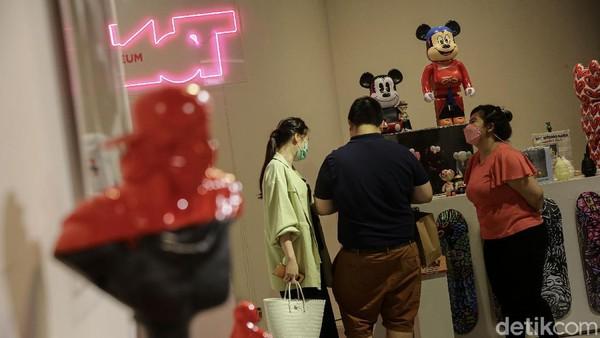 MOT yang dengan visi nya untuk mengenalkan Indonesia kepada dunia melalui platform Art Toys mengusung #proudlymadeinindonesia mulai memproduksi karya anak bangsa untuk pertama kali nya di Indonesia.