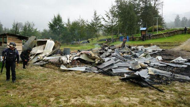 Kondisi rumah pegawai Dinsos Kabupaten Puncak yang dibakar teroris KKB