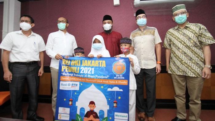 DPD REI DKI Jakarta memberikan santunan untuk seribu anak yatim dan dhuafa di bulan suci Ramadhan.