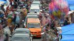 Potret Ramainya Pasar Raya Padang