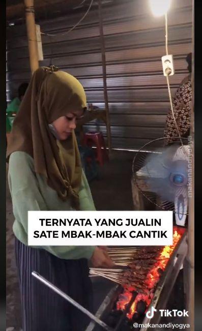 Manisnya Naya, Penjual Sate Ayam yang Laris Manis di Yogyakarta