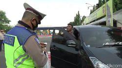 Terjaring Penyekatan, Sopir Travel Gelap Ngamuk di GT Cikampek