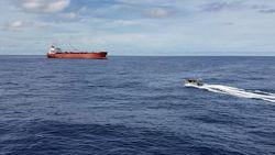 TNI AL Selamatkan WNA yang Terapung di Laut Natuna Utara