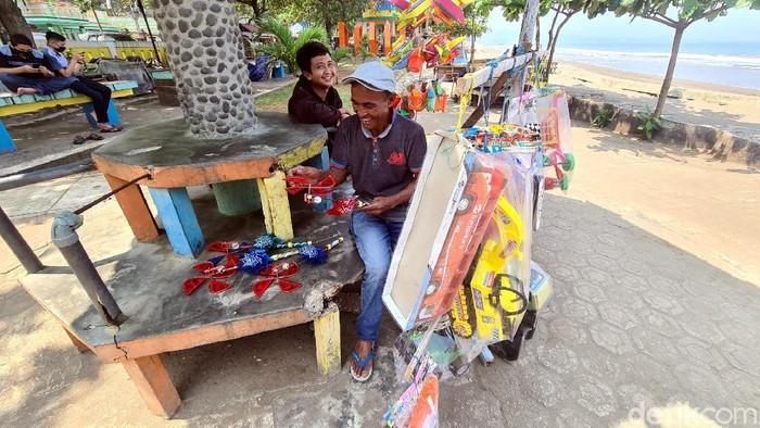 Sopir Bus Jual Mainan di Sukabumi
