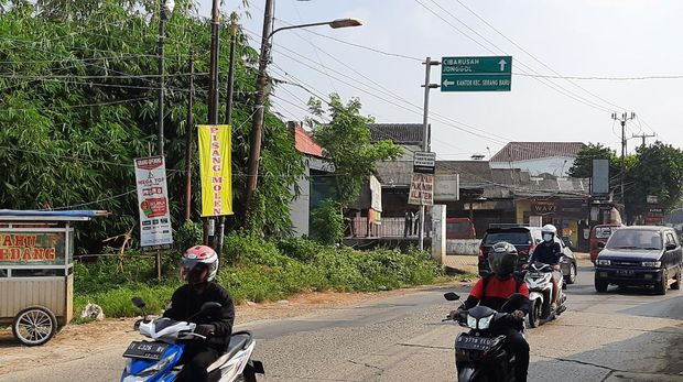 Suasana lalu lintas di kawasan Serang Baru, Bekasi (Rahmat Fathan-detikcom)
