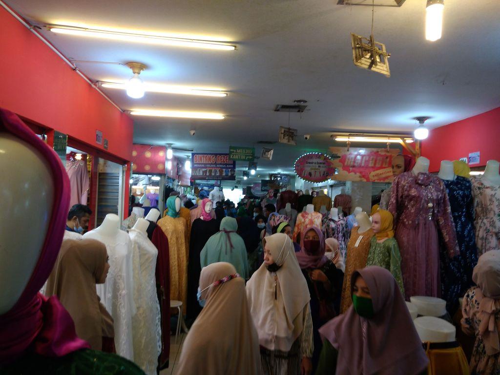 Suasana Pajak Central Medan di H-5 Lebaran (Datuk-detikcom)