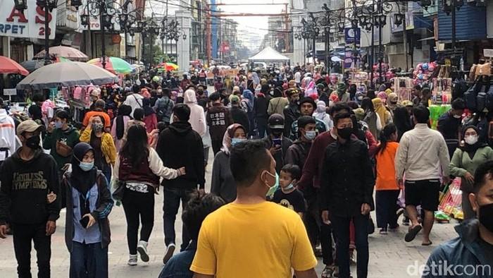 Tempat Belanja di Bandung Diserbu Pengunjung