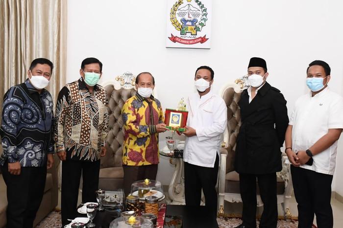 Wakil Ketua MPR RI Syarief Hasan mengingatkan dalam mengelola negara diperlukan transparansi dan akuntabilitas. Menurutnya, transparansi ini harus menjadi prioritas pemerintah termasuk pemerintah daerah di Indonesia.