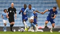 Gol Sterling Bawa Man City Ungguli Chelsea di Babak I