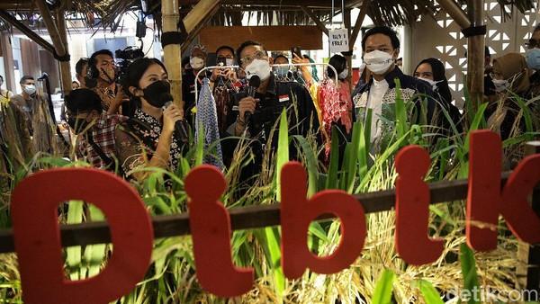Selain mempermudah masyarakat mendapatkan produk lokal untuk bingkisan Lebaran, acara ini juga dapat membantu UMKM dalam menjual produknya dan membuka lapangan kerja. Sandiaga berharap langkah ini dapat membantu mempercepat pemulihan ekonomi nasional.