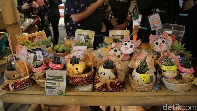 Hampers kerap dicari warga menjelang lebaran. Di Trans Studio Mall Cibubur pengunjung dapat membeli beragam produk lokal untuk dijadikan bingkisan lebaran lho.