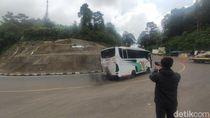 Angkut Pemudik, Bus AKAP Diputar Balik di Pos Penyekatan Puncak Cianjur