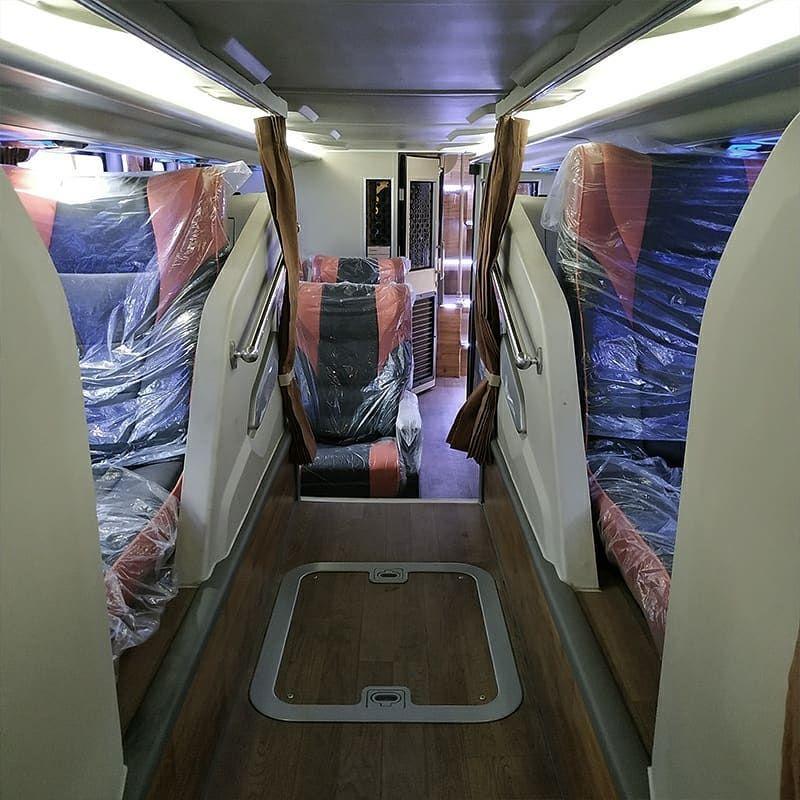 Bus tingkat PO Rosalia Indah buatan karoseri Adiputro
