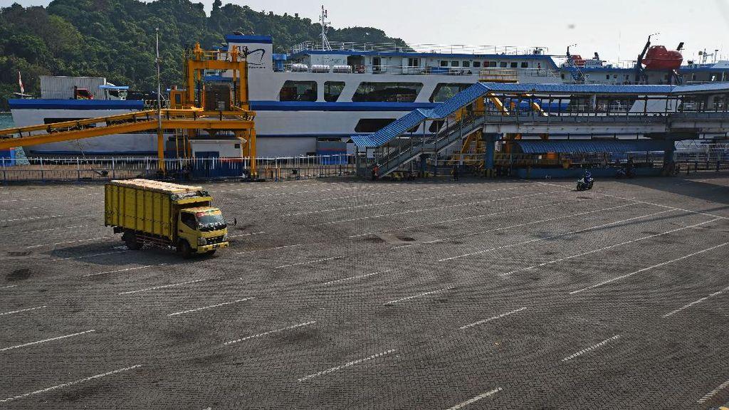 Suasana Sepi Pelabuhan Merak di Masa Larangan Mudik