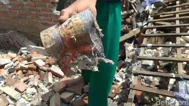 ledakan petasan ambrukkan rumah