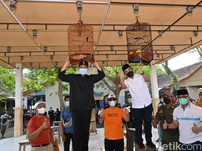 Setelah libur panjang karena pandemi, lomba burung Kota Pasuruan akhirnya digelar. Pemkot Pasuruan mengizinkan event yang ditunggu-tunggu pencinta burung itu, dengan syarat menerapkan protokol kesehatan ketat.