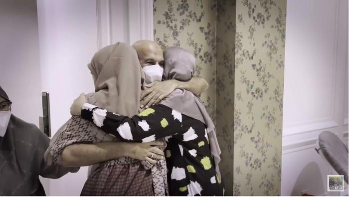 Mark Sungkar bertemu Zaskia dan Shireen Sungkar