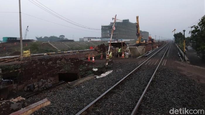 Pembangunan jalur rel ganda Kiaracondong-Cicalengka terus berlangsung. Sudah sejauh mana pembangunan jalur rel ganda itu di kawasan Rancaekek,Kabupaten Bandung?