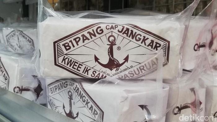 Bipang atau jipang merupakan makanan khas Pasuruan. Makanan yang terbuat dari beras ini pun tengah ramai jadi sorotan. Seperti apa penampakannya?