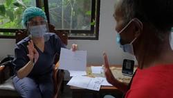 Sejumlah penyandang disabilitas di Bali menjalani vaksinasi COVID-19. Kegiatan itu digelar sebagai upaya percepatan Bali bebas COVID-19.